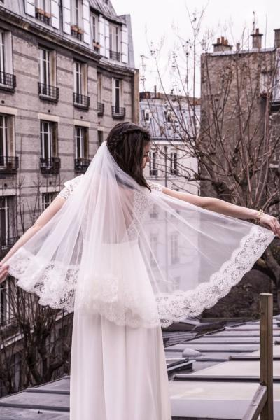 Short veil with lace